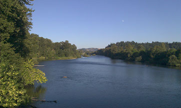 Picture of Willamette River by University of Oregon campus in August 2014